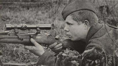 Снайпер Иванов. К осени 1942 года на его счету было пять уничтоженных фашистов
