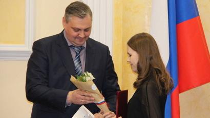 Алексей Алсуфьев поздравил ребят, их родителей и педагогов с наградой