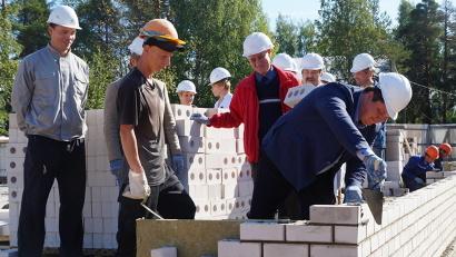 Первые кирпичи нового здания Виноградовской ЦРБ закладывает министр Антон Карпунов