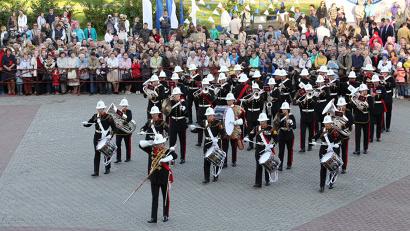 Оркестр морской пехоты Королевских военно-морских сил Великобритании впечатлил зрителей отточенными движениями и волшебной музыкой