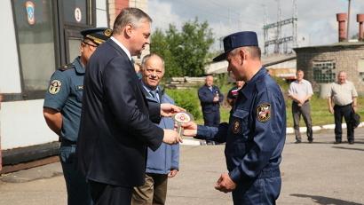 Ключи от машин начальникам отрядов вручили Алексей Алсуфьев и Шахобиддин Ваккосов