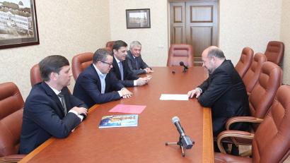 «Алроса» и её дочерняя компания «Севералмаз» являются одними из важнейших партнёров Архангельской области