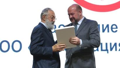 В завершение мероприятия губернатор выразил слова благодарности Артуру Чилингарову за вклад в подготовку форума «Арктика – территория диалога»