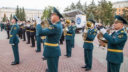 Яркая церемония открытия V фестиваля духовой музыки «Дирекцион-Норд» состоялась на площади перед областным театром драмы