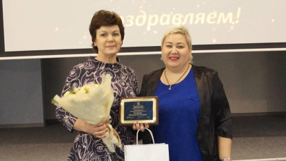 Заведующая Павловским фельдшерско-акушерским пунктом Ильинской центральной районной больницы Надежда Федяева (слева)