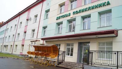 Крытые колясочные возле детской поликлиники