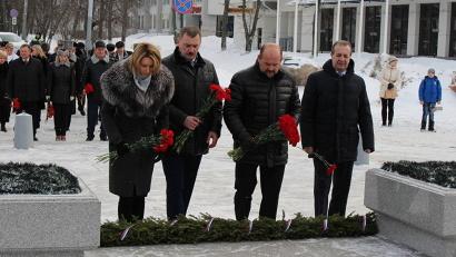 Глава региона отметил значение Дня защитника Отечества для воспитания патриотизма и преемственности поколений