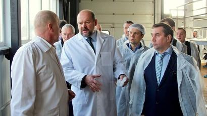 Специалисты «Вельского Анкома» познакомили губернатора с особенностями производственного цикла