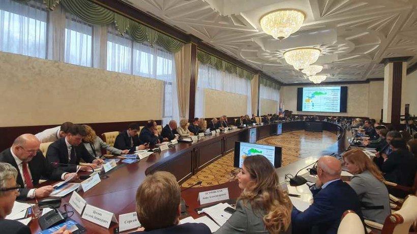 По мнению главы региона, логичным продолжением кластерной политики является создание научно-образовательного центра мирового уровня в Архангельске
