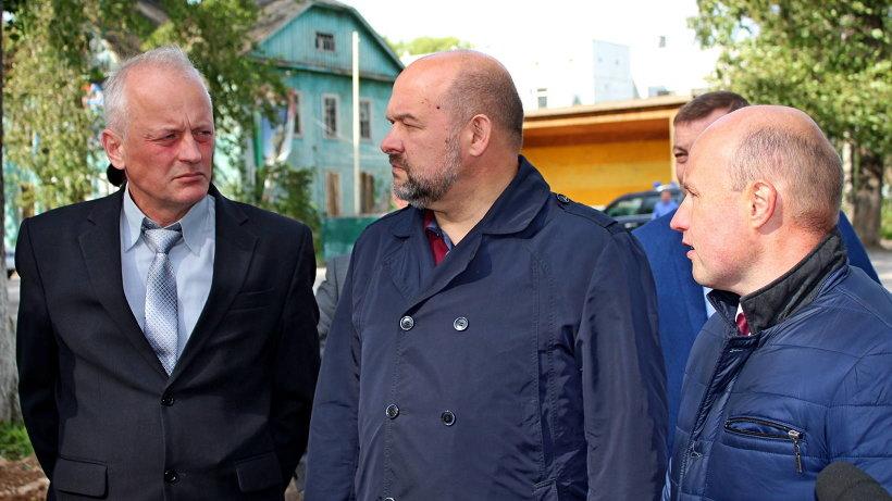 Глава Поморья предложил несколько расширить проект, в том числе – за счёт благоустройства расположенного поблизости футбольного поля