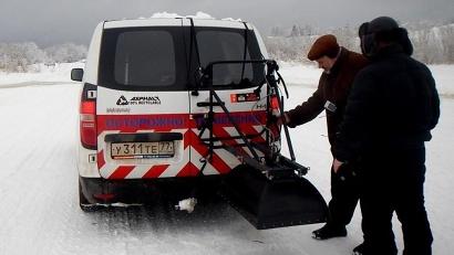 Профессор Александр Кулижников привёз в регион пять разновидностей георадаров. Фото пресс-службы «Архавтодора»