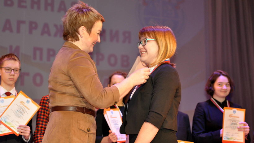 Награды ребятам вручила заместитель председателя правительства Архангельской области Екатерина Прокопьева