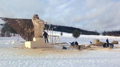 В «Малиновке» возводится серия скульптур животных из дерева и соломы