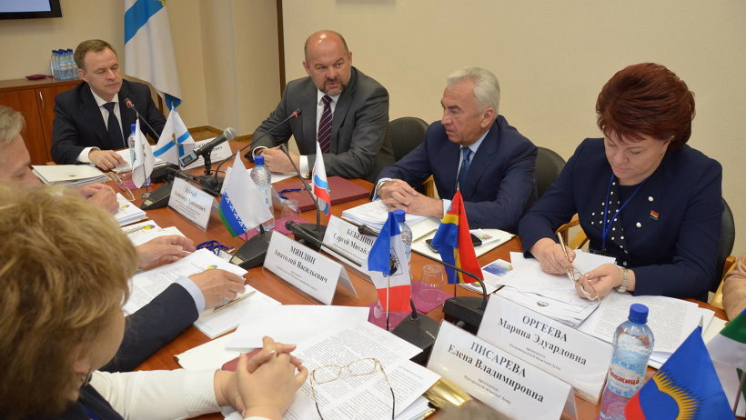 Глава региона обратил внимание парламентариев на ряд законодательных инициатив, которые требуют поддержки со стороны Ассоциации