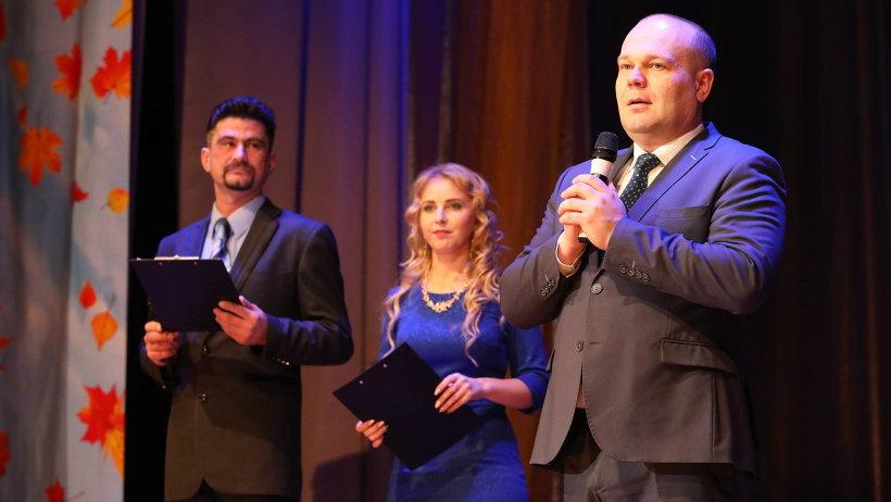К участникам форума с приветствием обратился заместитель председателя правительства Архангельской области Виктор Иконников