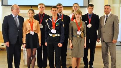 Великолепная семёрка умников и умниц Поморья будет защищать честь региона в программе Юрия Вяземского