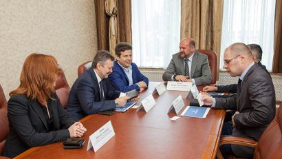 Открывая встречу, Игорь Орлов подчеркнул: вопросы взаимодействия региона с авиакомпанией носят стратегический характер