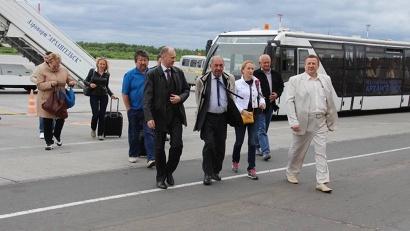 Из аэропорта «Архангельск» делегация Общественной палаты РФ сразу же отправилась в Васьково, чтобы улететь на Соловки