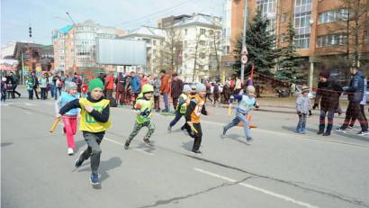 В этом году за спортивные победы борются бегуны в составе 59 детских и 146 взрослых команд. Фото: пресс-служба администрации МО «Город Архангельск»