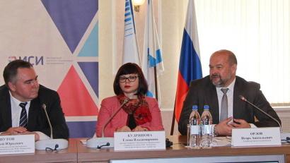 Свои предложения для рассмотрения общественно-экспертного семинара высказал губернатор Архангельской области Игорь Орлов