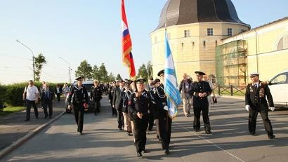 Ветераны прошли парадным маршем по набережной Северной Двины