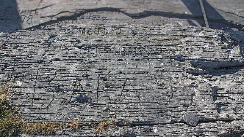 Аникиев камень - уникальный памятник европейской эпиграфики XVI - XX веков