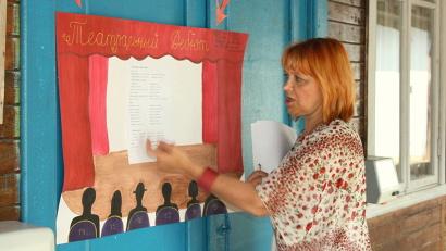 Творческий наставник смены Нина Туманова с помощью театральных тренингов создаёт возможности для развития личности ребёнка