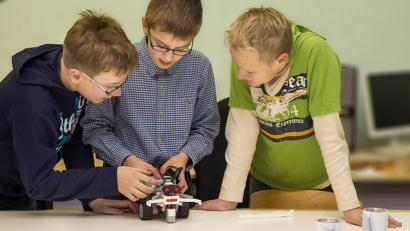 Возможности искусственного интеллекта демонстрировали машины, собранные школьниками и студентами профтеха