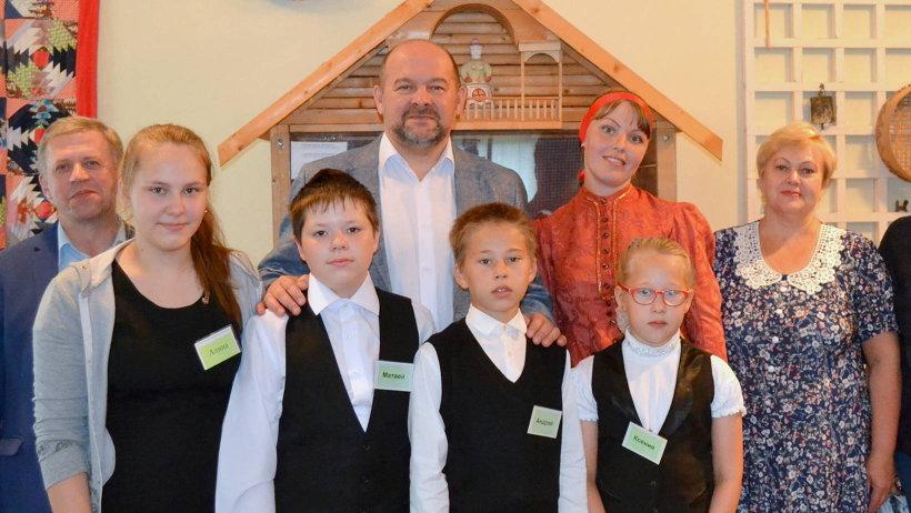 Школа в селе Печниково была выбрана для организации слёта мастеров не случайно. Именно здесь создан музей известной народной мастерицы Ульяны Бабкиной