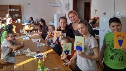 Для детей был организован мастер-класс по изготовлению поздравительных открыток. Фото: sousnko.ru