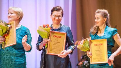 «Женщиной года» стала специалист по социальной работе Архангельского подворья Артемиево-Веркольского монастыря Вера Костылева (в центре)