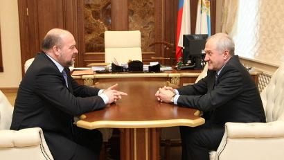 На встрече с Игорем Орловым полпред обсудил вопросы социально-экономического развития региона