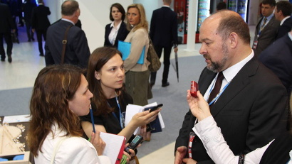 Врио губернатора Архангельской области Игорь Орлов дал комментарии корреспондентам информационных агентств ТАСС и Интерфакс