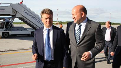 В аэропорту министра встречал губернатор Архангельской области Игорь Орлов