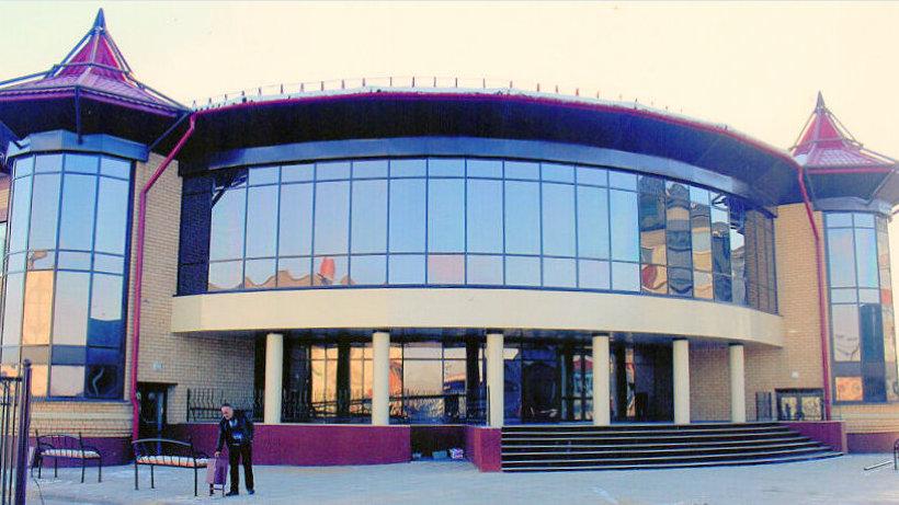Новое здание школы искусств больше похоже на дворец c просторными кабинетами и прекрасным концертным залом