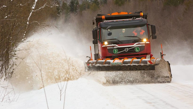 Дорожные службы увеличат количество снегоуборочной техники