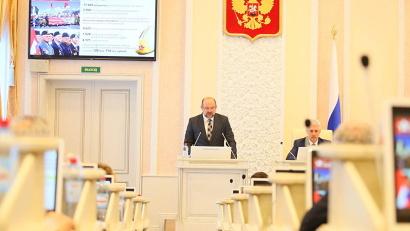 Губернатор выступил перед областными депутатами с докладом об итогах деятельности правительства региона в 2015 году