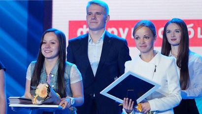 Победительница прошлого года Елизавета Хорева (слева)