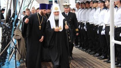 Патриарх Кирилл благословил курсантов на морской крестный ход на Соловки