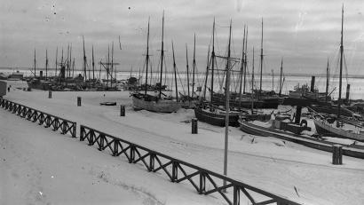 Парусные суда архангельского порта зимой. Съемка 1920-х гг