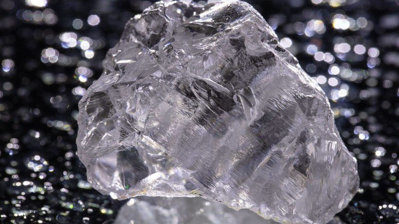 Одна из майских «находок»: алмаз массой 222,09 карата – крупнейший в истории алмазодобычи на территории Европы. Фото пресс-службы АО «АГД Даймондс»