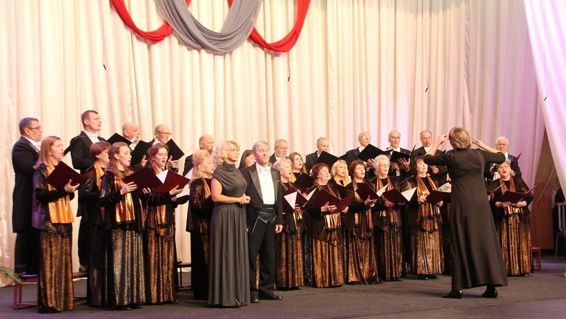 Оценивали мастерство северян члены жюри под председательством Николая Романова, руководителя хоровой коллегии Санкт-Петербурга